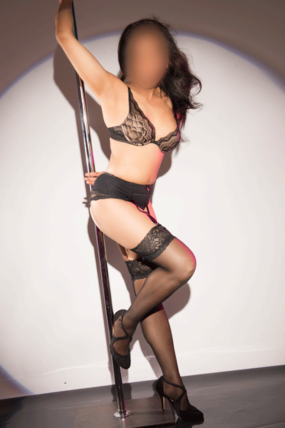 Stunning Asian babe Tia is a mature escort you don't want to miss